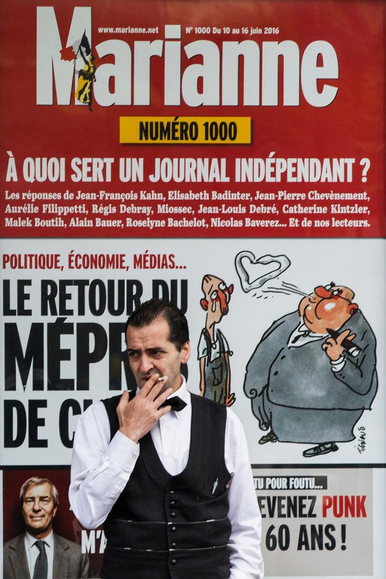 mesero-hora-descanso-paris-francia.jpg