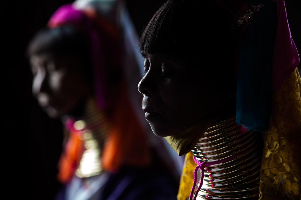 mujer-padaung-tejiendo-lago-inle-myanmar-premio-canon-colombia-fotografia.jpg