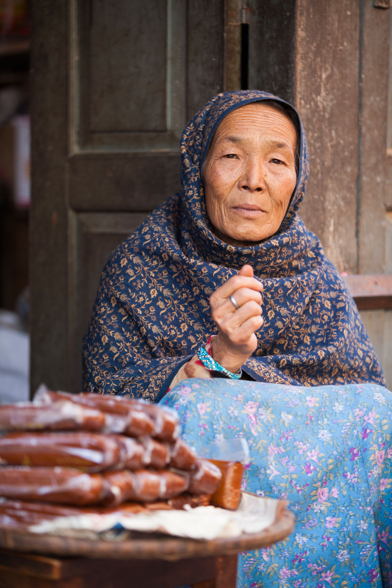 mujer-vendedora-dulces-nepal-katmandu.jpg