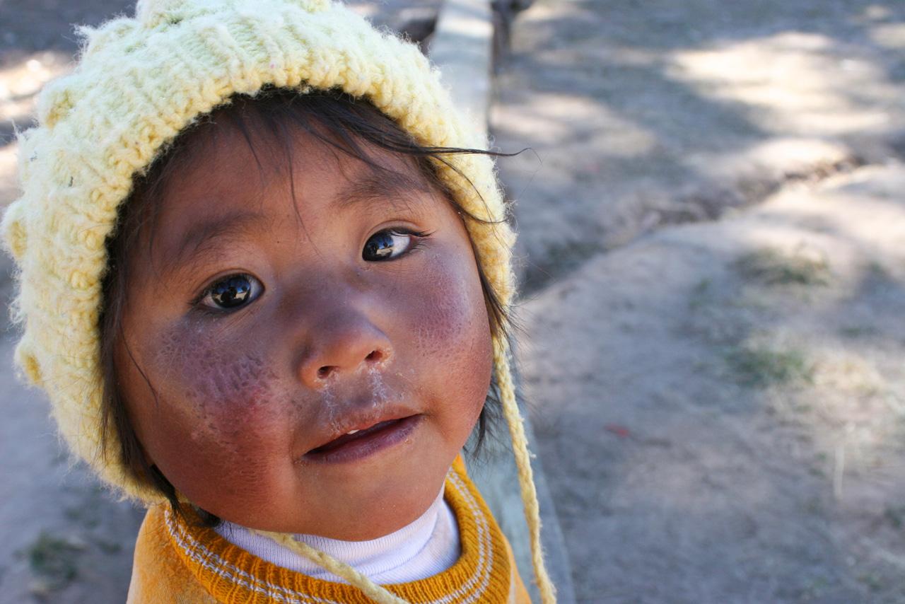 nina-uru-lago-titicaca-puno-peru.jpg