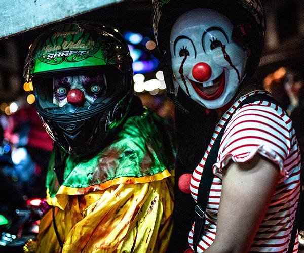 En fotos: Los Gonobikerreas y su noche de payasos moteros