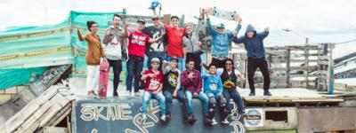 Sobre esta rampa improvisada en Ciudad Bolívar conviven el BMX y el skateboarding