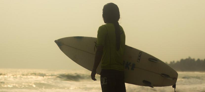'Kassag: raíces en la arena', un corto documental que explora la adaptación cultural de las comunidades de la Sierra Nevada a través del surf