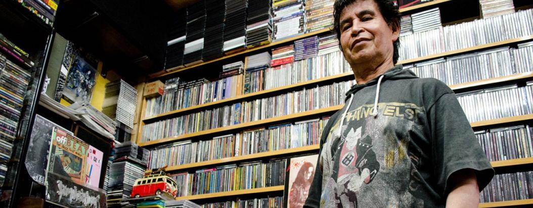 El sastre del metal, José Mortdiscos, es fundador de una de las más importantes discotiendas en Bogotá.
