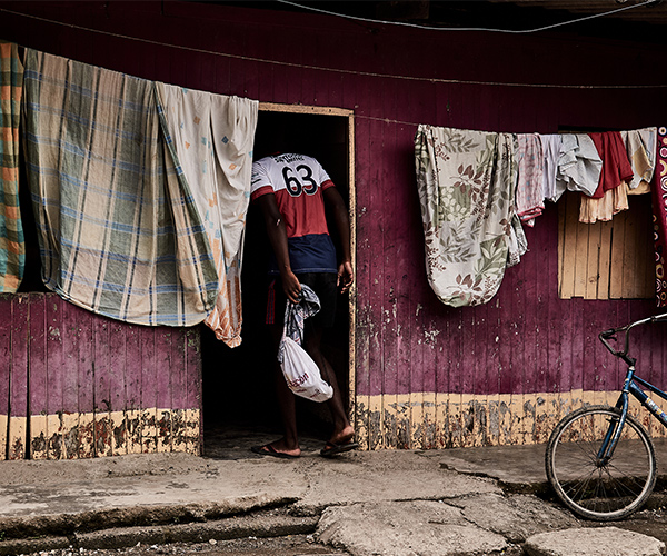 La juventud de la violencia: la fotografía de Sergio Ríos