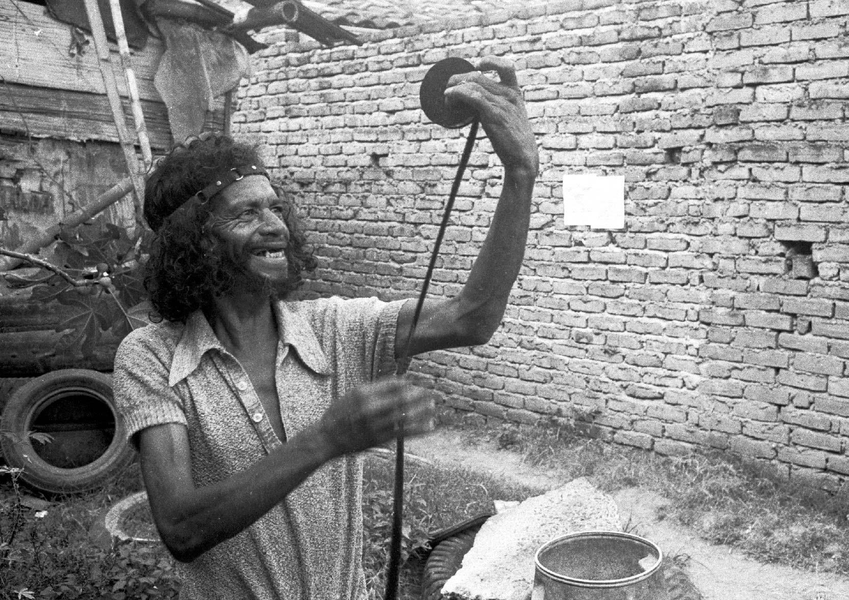 1977-agarrando-pueblo-.jpg