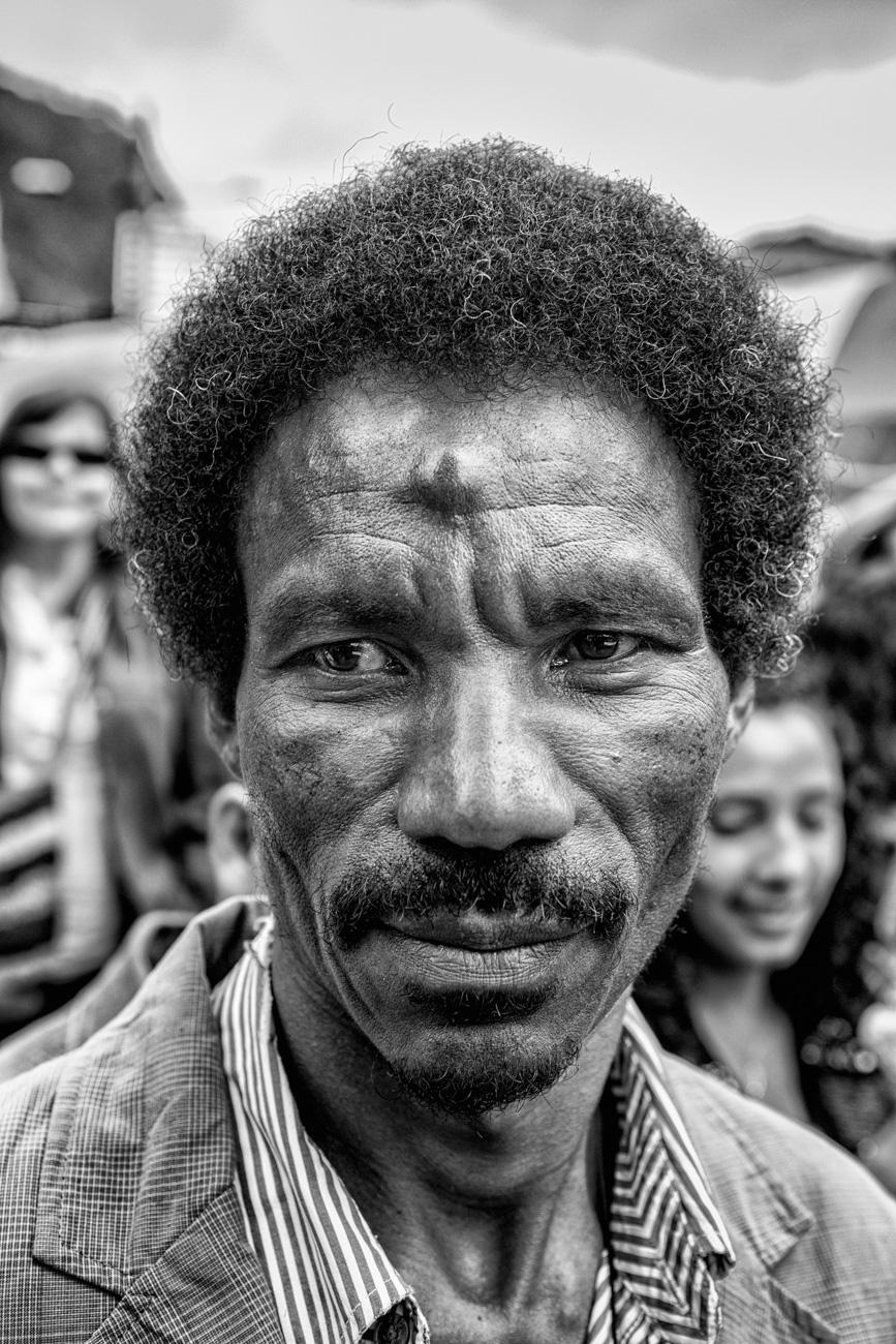 afro_negro._extranos_en_las_esquinas-5.jpg