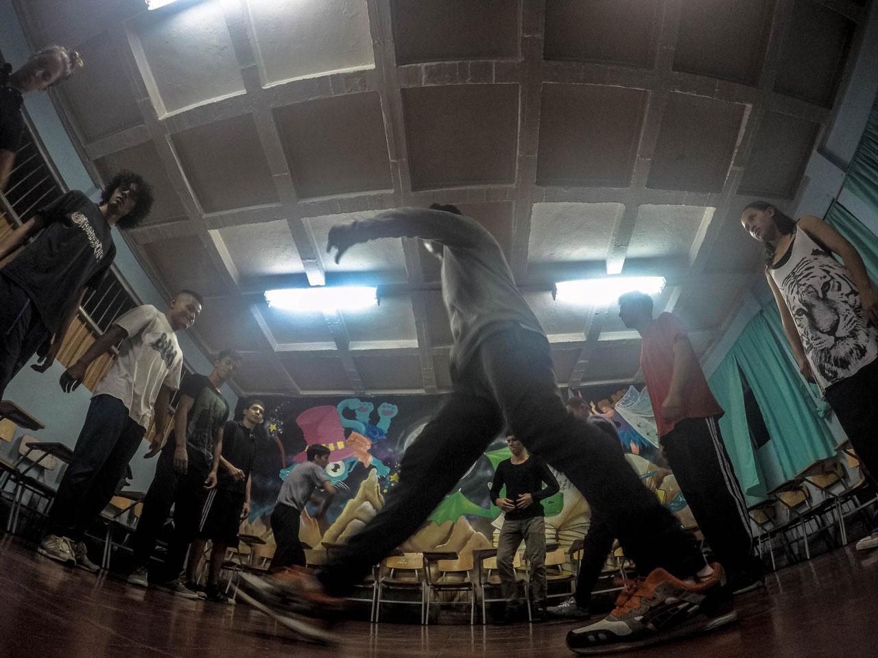 grupo-bailando.jpg