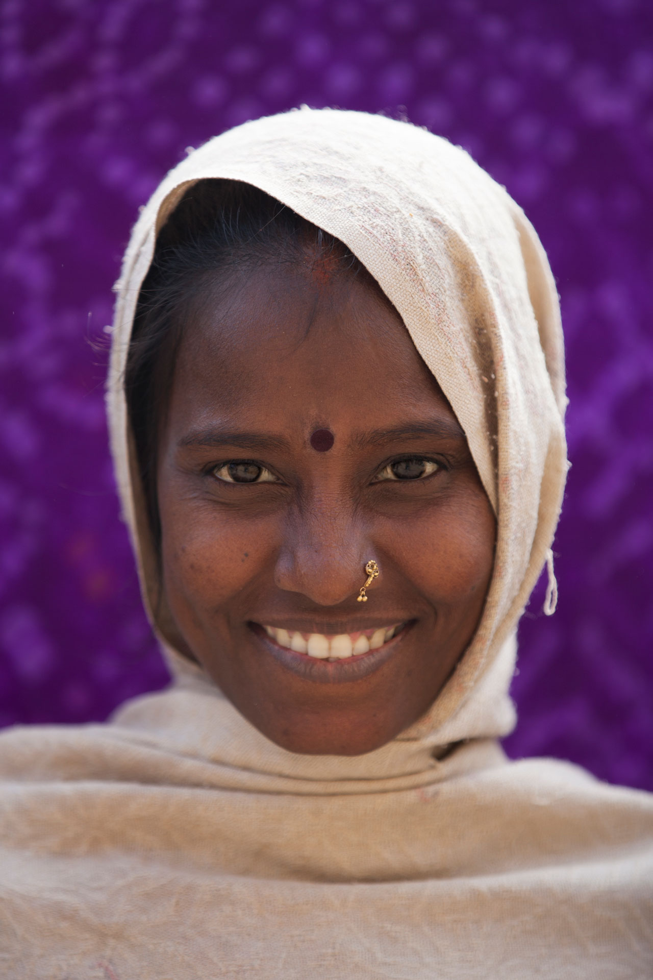sonrisa-joven-lavadora-ropa-varanasi-india.jpg