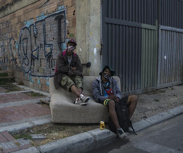 En fotos: A dos calles de la zona más golpeada por el coronavirus